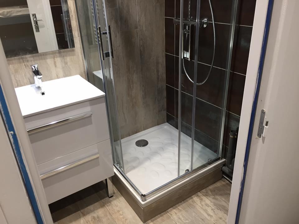 aménagement douche salle de bain en bois